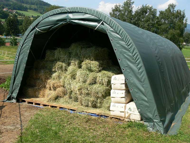 Steinbock Zelte Lagerzelt mit Heuballen