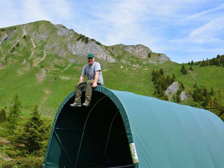 Weidezelt im hochalpinen Gelände mit wetterfester Zeltplane